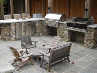 Outdoor Stone Kitchen, Bluestone Terrace and Walls, Wilton, CT, by Prado Stoneworks