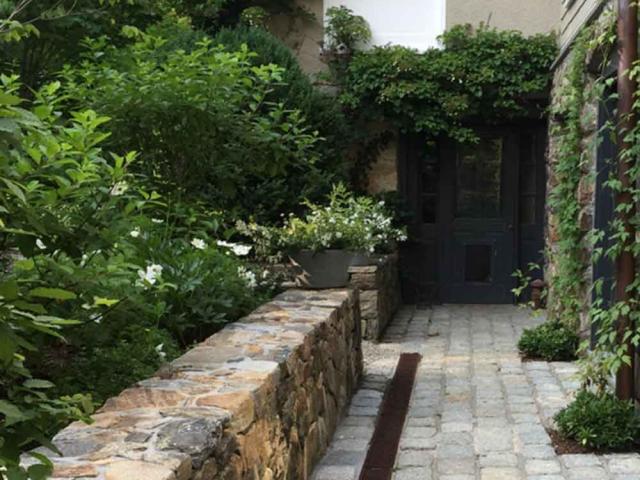 Courtyard Garden Wall, Bedford Hills, NY, by Prado Stoneworks